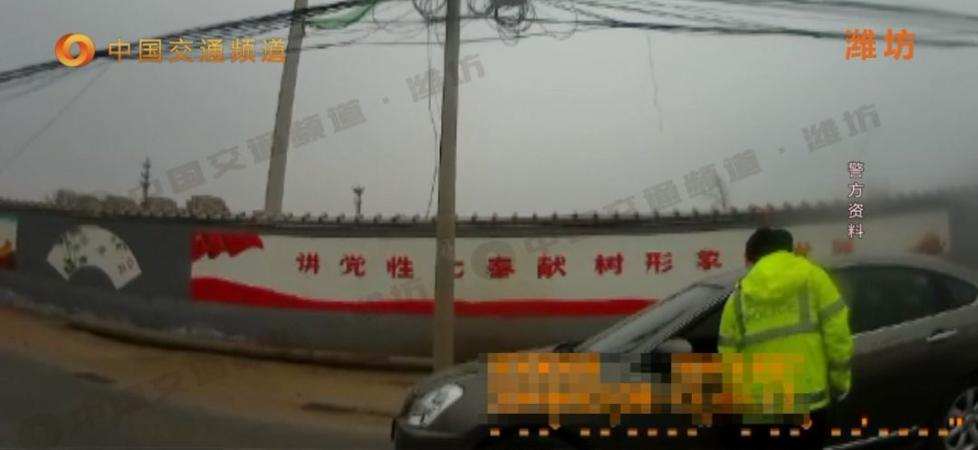 曝光他!潍坊这名驾驶员酒驾被查拒不配合,一言不合竟扔飞民警警帽!