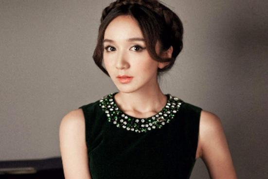 """被玻尿酸""""毁""""了的女星:娄艺潇老了十岁,而她宛如""""蜡像"""""""