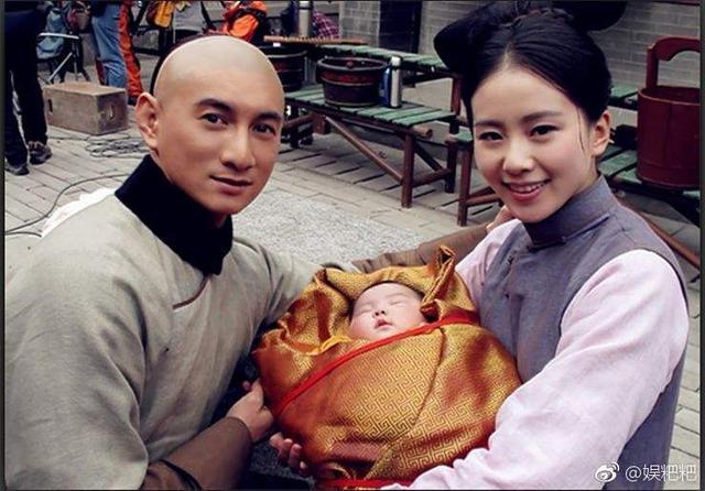 刘诗诗怀孕七个月独自出门为吴奇隆买鞋 身材惊喜了!