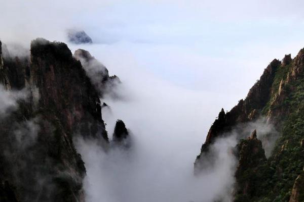 安徽黄山云海似水墨画
