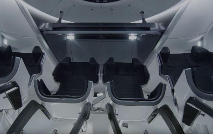 NASA展示SpaceX载人龙飞船的内部