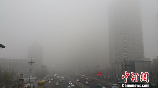 """中国东北地区遭遇空气重污染 多个城市""""爆表"""""""