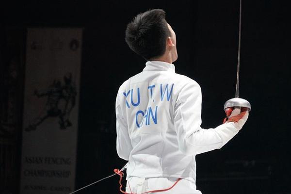 击剑——亚青赛:中国队获少年组男子重剑团体金牌