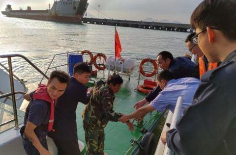 一砂石船航经广东海域沉没 3名遇险船员获救