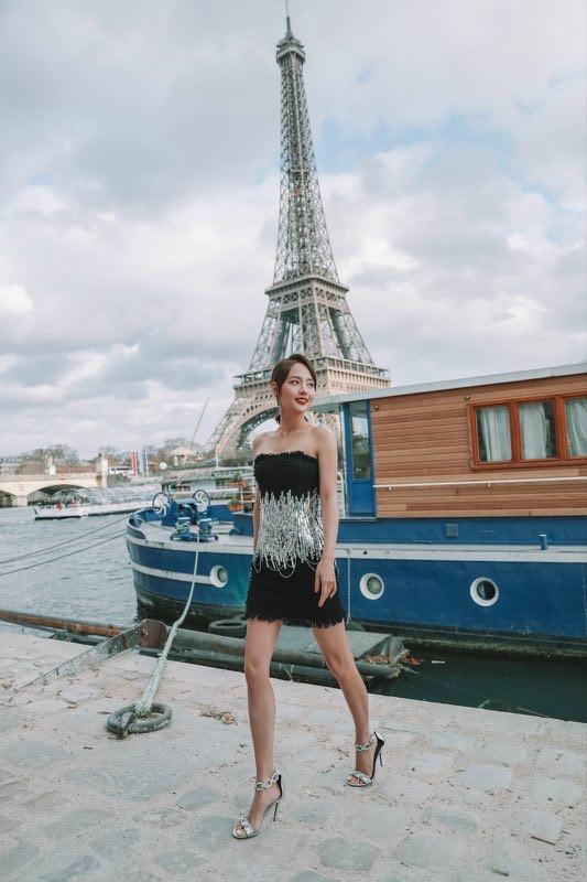 第壹街拍邀张嘉倪出席巴黎时装周 紫菱故地重游