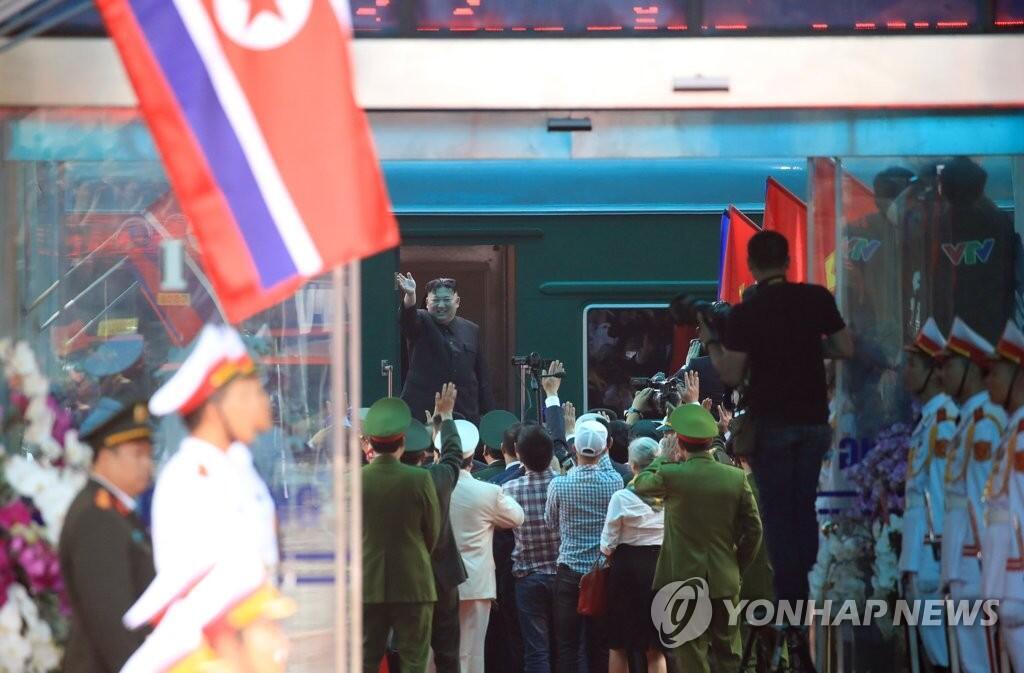 金正恩乘专列一路北上,返回朝鲜
