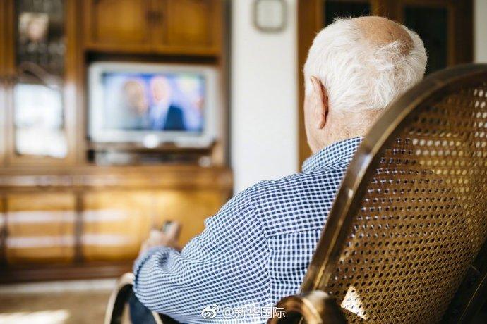 敲黑板!中老年人看电视太久会加速记忆力衰退