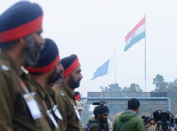 印巴克什米尔地区交火致人员伤亡