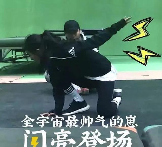 杨幂打戏伸脖驼背还被赞?看了刘亦菲的这段打戏才是真的服!