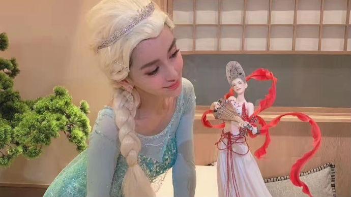 Angelababy化身冰雪女王补过30岁生日似真人芭比