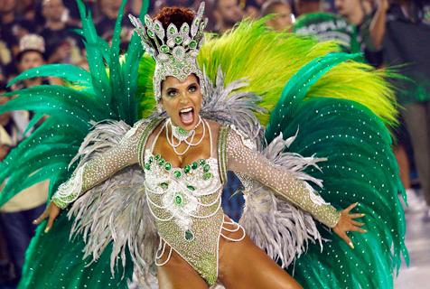 巴西狂欢节持续举行  欢乐激情燃爆桑巴大道