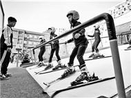 """北京市中小学建起""""冬奥乐园"""" 开学典礼""""玩""""滑雪"""