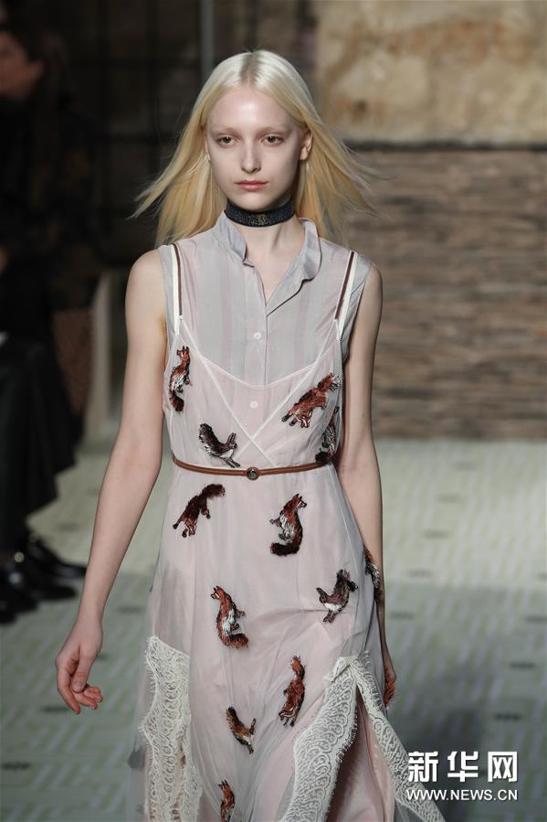 巴黎时装周:Lanvin品牌时装秀
