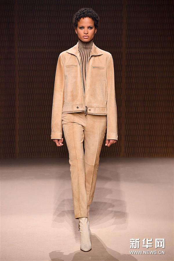 巴黎时装周:爱马仕品牌发布新品成衣