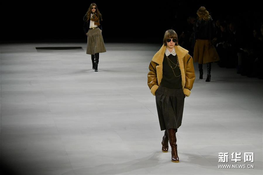 巴黎时装周:Celine发布新品成衣
