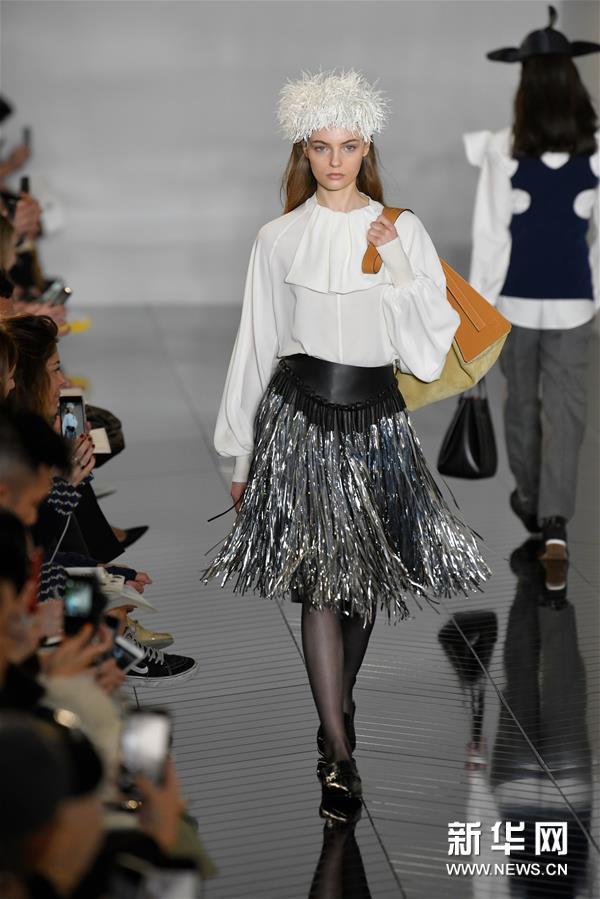 巴黎时装周:Loewe发布新品成衣