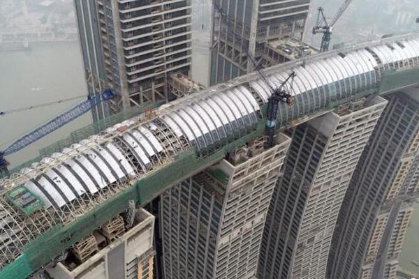 """重庆300米""""横着建""""的摩天大楼 创多项世界之最"""