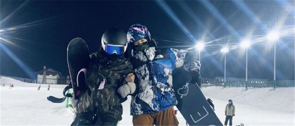 林允宋祖儿一起滑雪 玩自拍凹搞怪造型