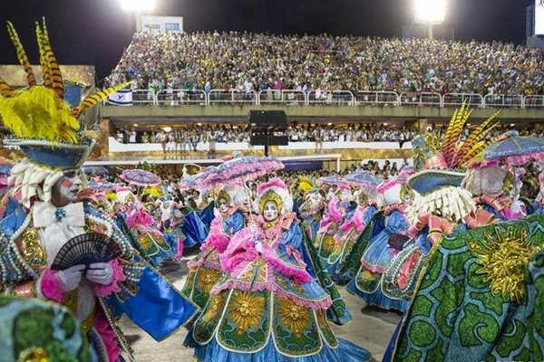 里约狂欢节:特级组桑巴舞校花车巡游表演落幕