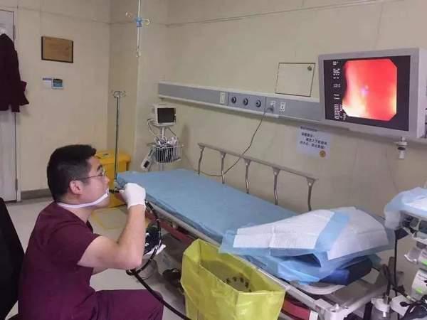 浙江32岁男医生自己给自己做胃肠镜!同事:一旦失手我们顶上