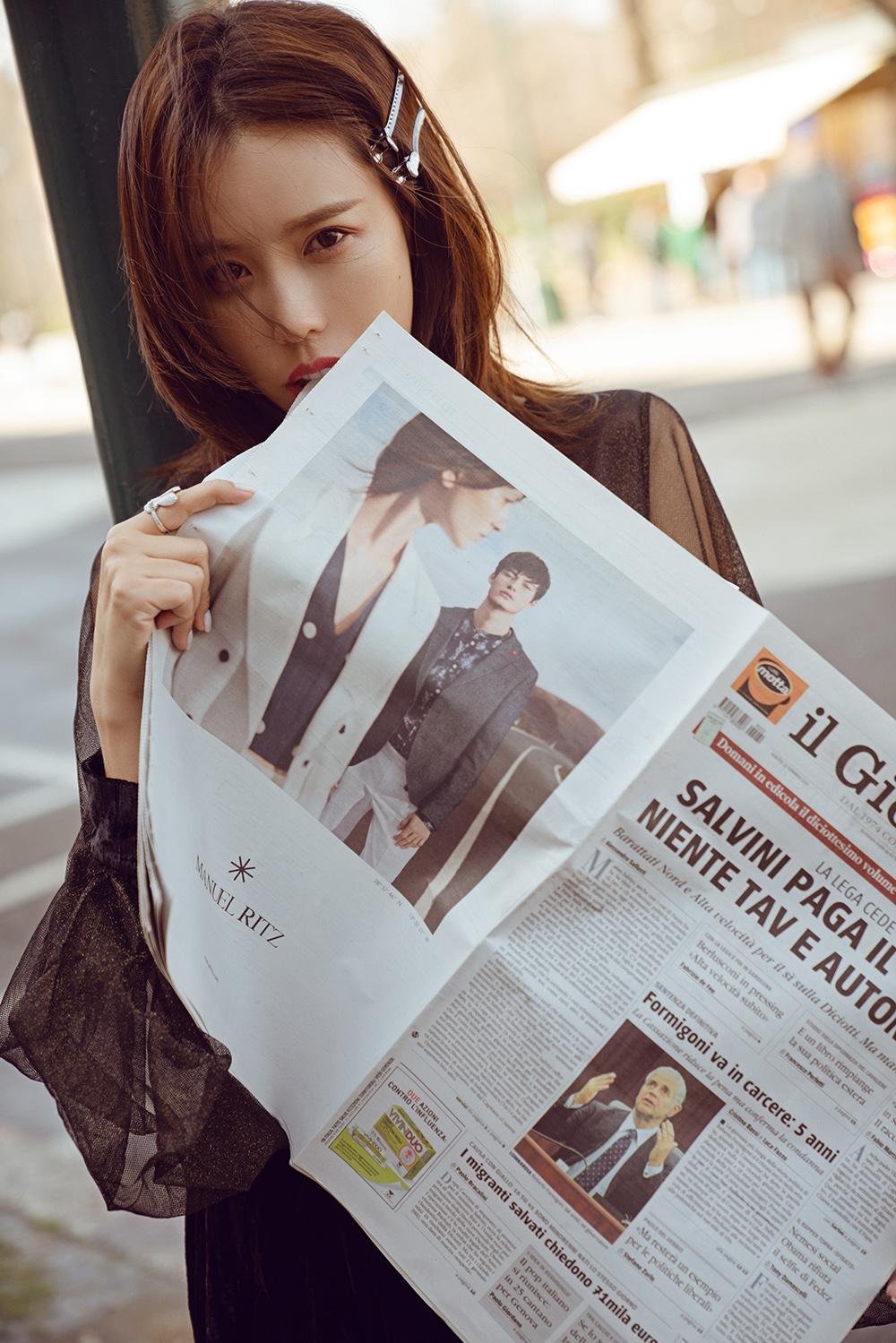 施予斐最新街拍 黑长裙诠释复古时髦