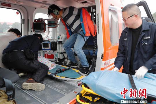 """三岁小孩九楼跌落 湖州上海开启首例""""空中120""""救援"""