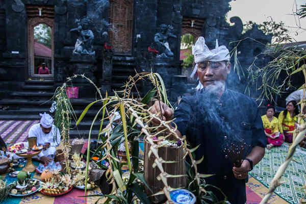 """印尼举行""""静居日""""节日庆典"""
