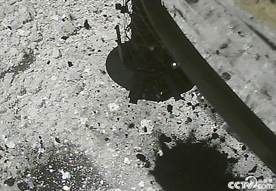 """日探测器""""隼鸟2号""""4月将挑战打造小行星环形坑"""