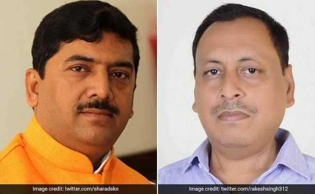 为了一块石头,印度两议员当记者面抡鞋互殴