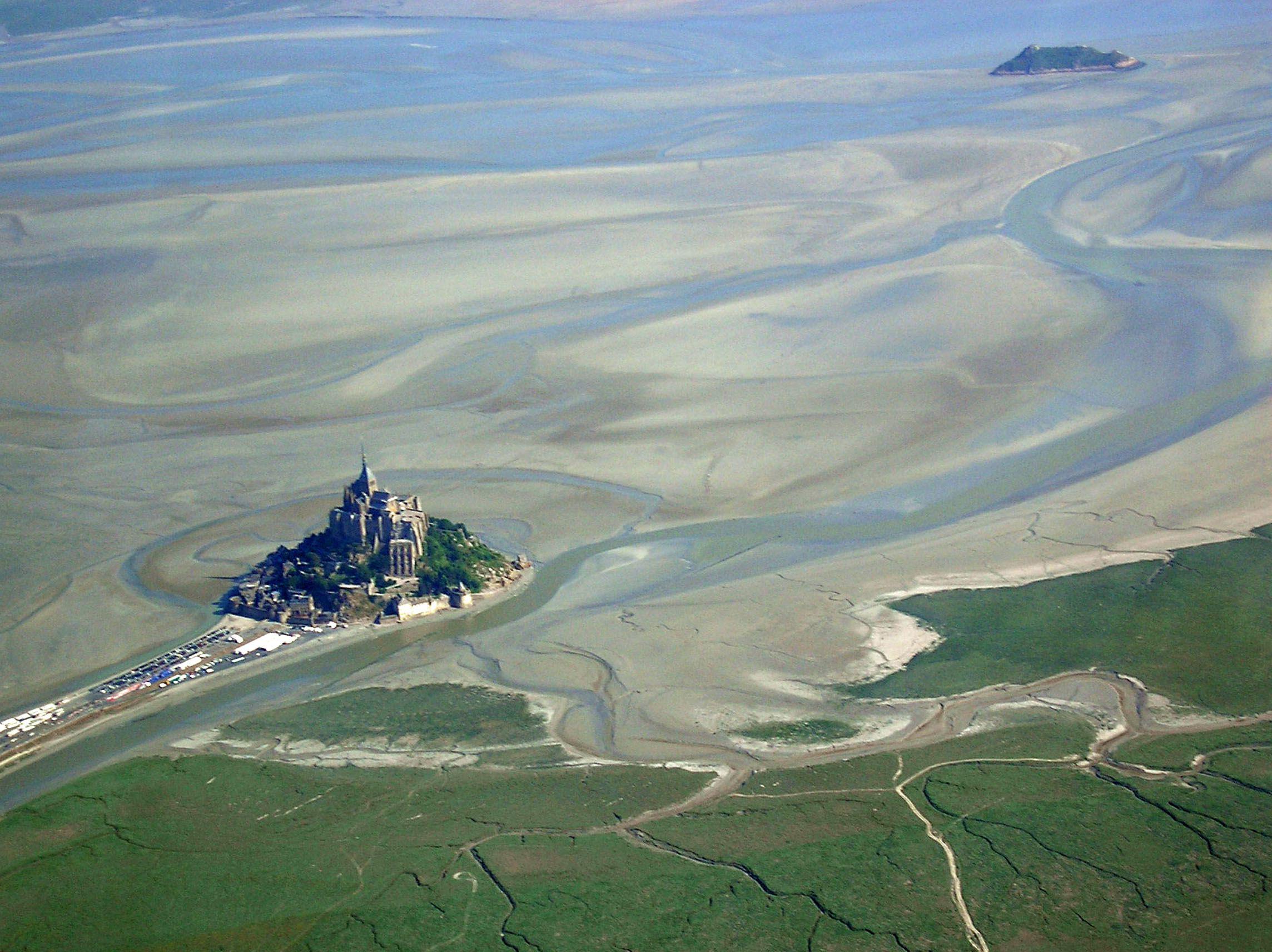中世纪圣米歇尔山:海中的神圣城堡