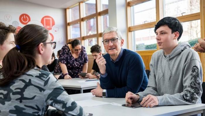 库克:去年苹果的美国新员工半数无本科学历
