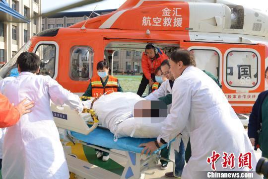 陆空一体紧急救援 湖北宜昌患者93分钟转运至武汉