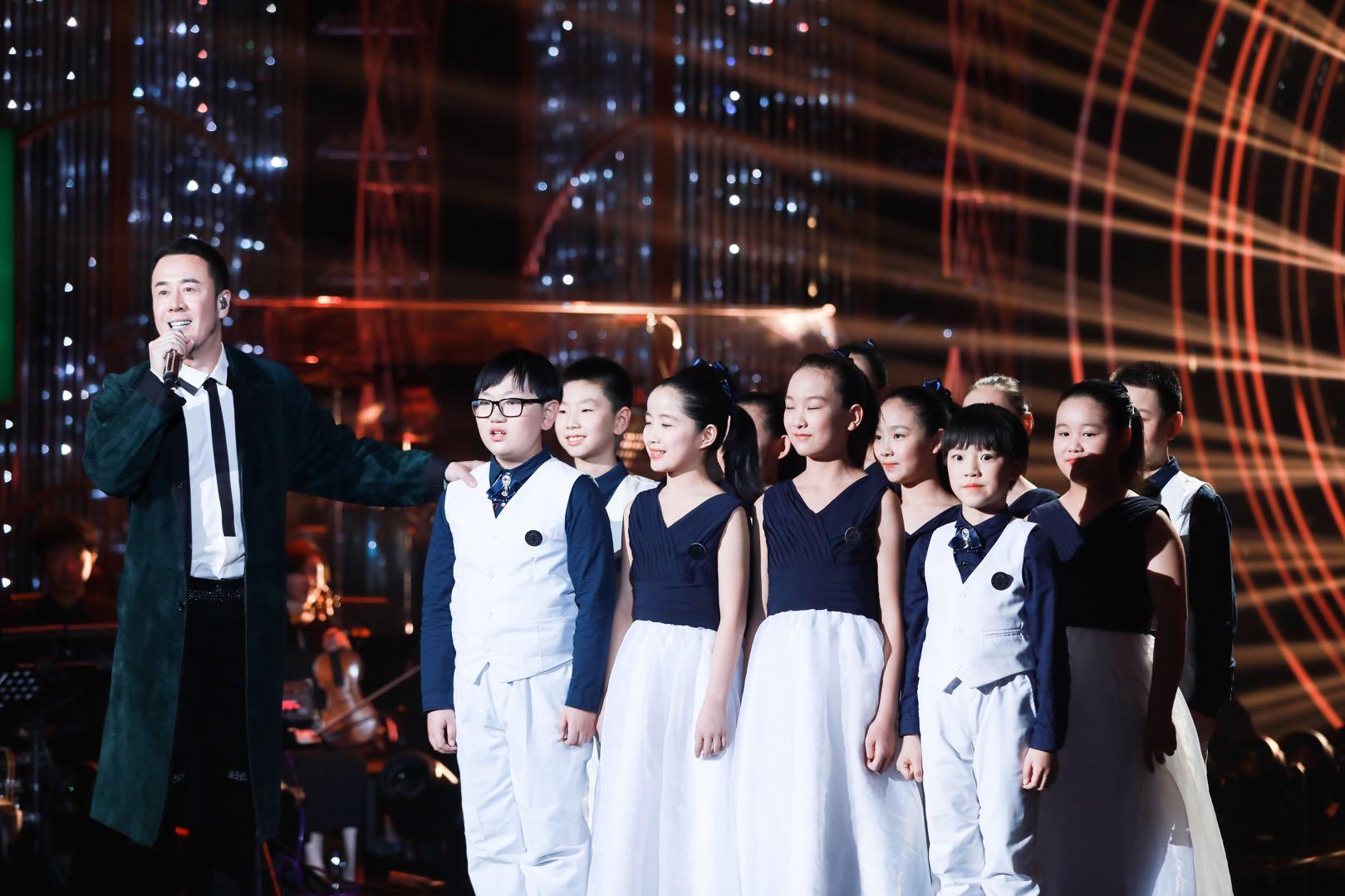 """《歌手》2019杨坤共情高歌《长子》 谈""""中国式父亲""""感慨万千"""
