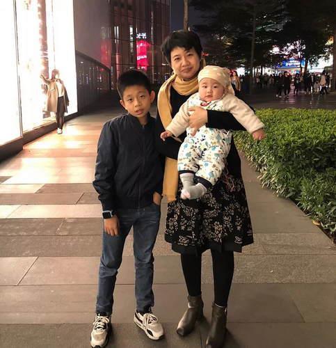 林婵巧和两个儿子
