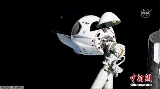 """载人版""""龙""""飞船将从太空返回:宇航员已关闭舱门"""