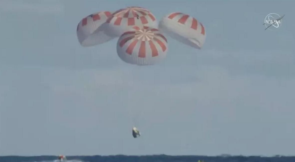 SpaceX载人龙飞船创造历史 成功返回地球