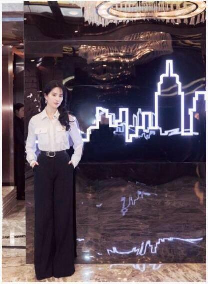 刘亦菲说自己不忙:最近都在睡懒觉,休假旅游!
