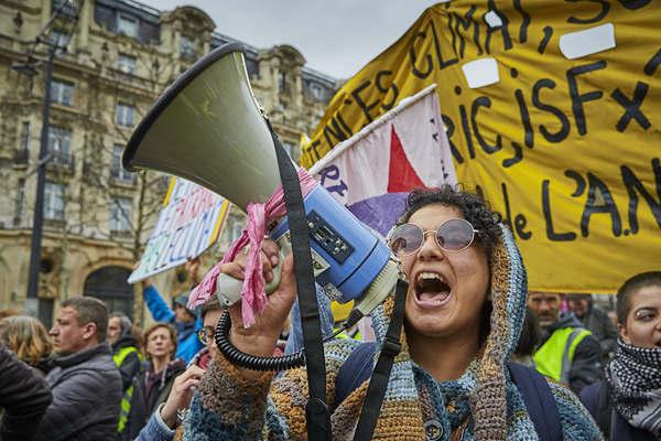 """连续17周!法国""""黄背心""""示威运动?#20013;?#36827;行"""