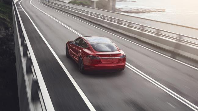 特斯拉要真正自动驾驶 至少还得行驶数十亿英里