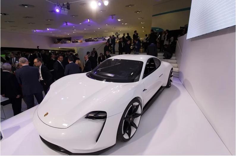 保时捷首款纯电动车Taycan量产版9月发布