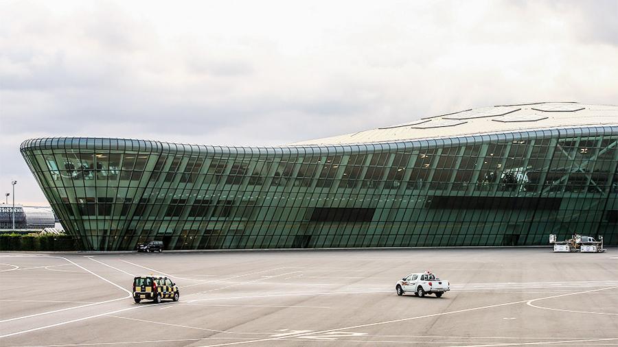 因飞行员怀疑机上有炸弹 俄飞机紧急备降阿塞拜疆巴库机场