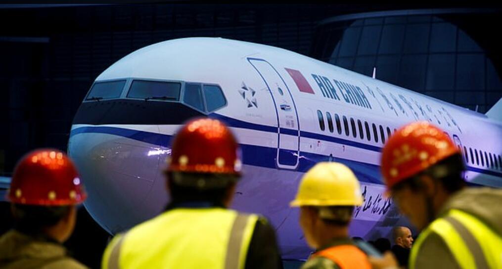"""埃塞坠机后中国率先发""""停飞令""""遭美国质疑 网友回响反映亮了"""