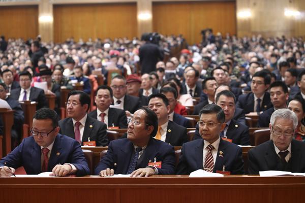 海外列席代表杨腾波:祖国的强大增加了海外华侨华人的自信心