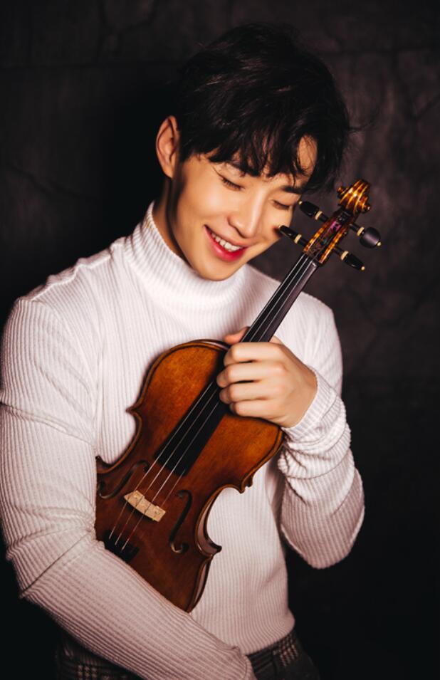 刘宪华与小提琴.jpg