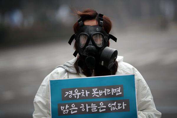 """韩国首尔四面""""霾""""伏 环保人士呼吁管控柴油车"""