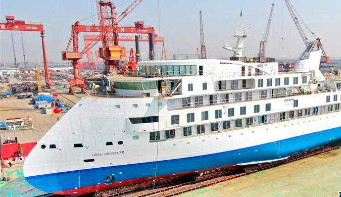 首艘国产极地探险邮轮在江苏海门顺利下水