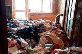 俄女童被母亲囚在垃圾堆 警察穿防护服才能进入