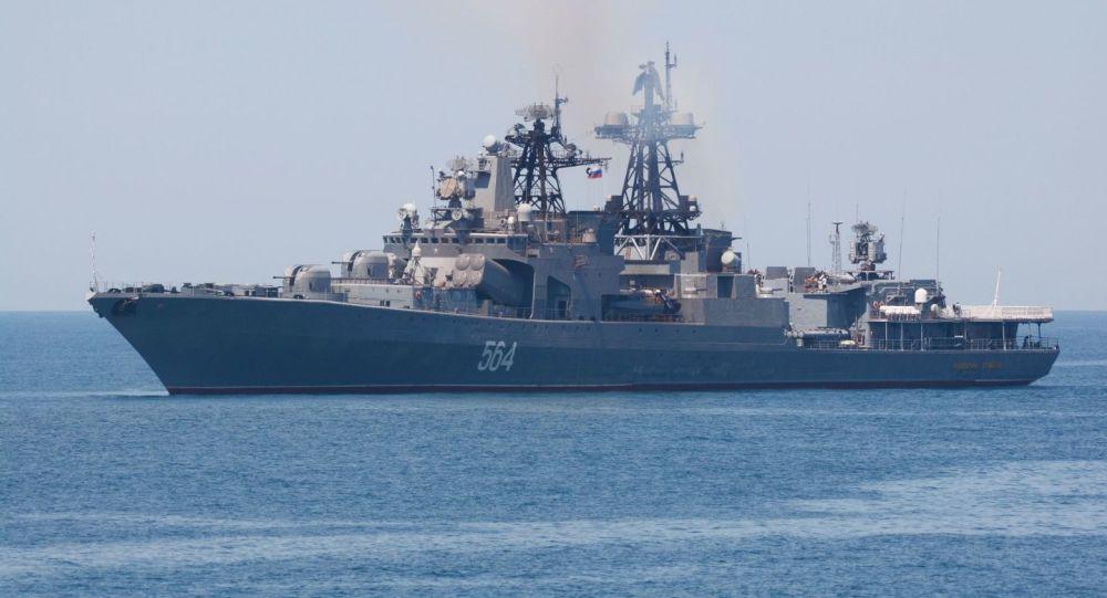 俄罗斯太平洋舰队舰艇在日本海演练火炮射击
