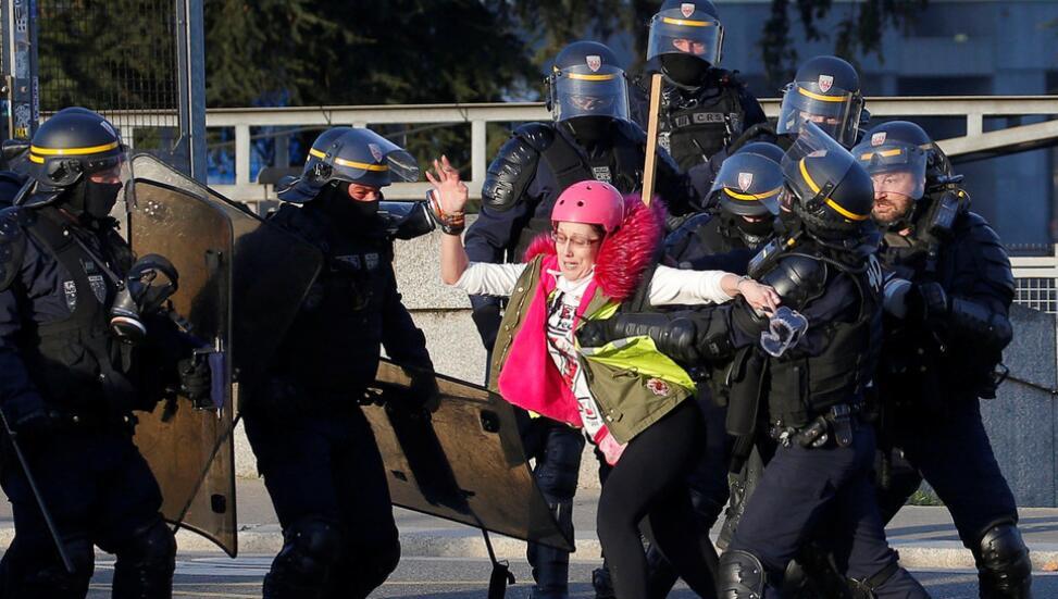 法国议会通过反暴乱法案 反对者:只会引发动荡