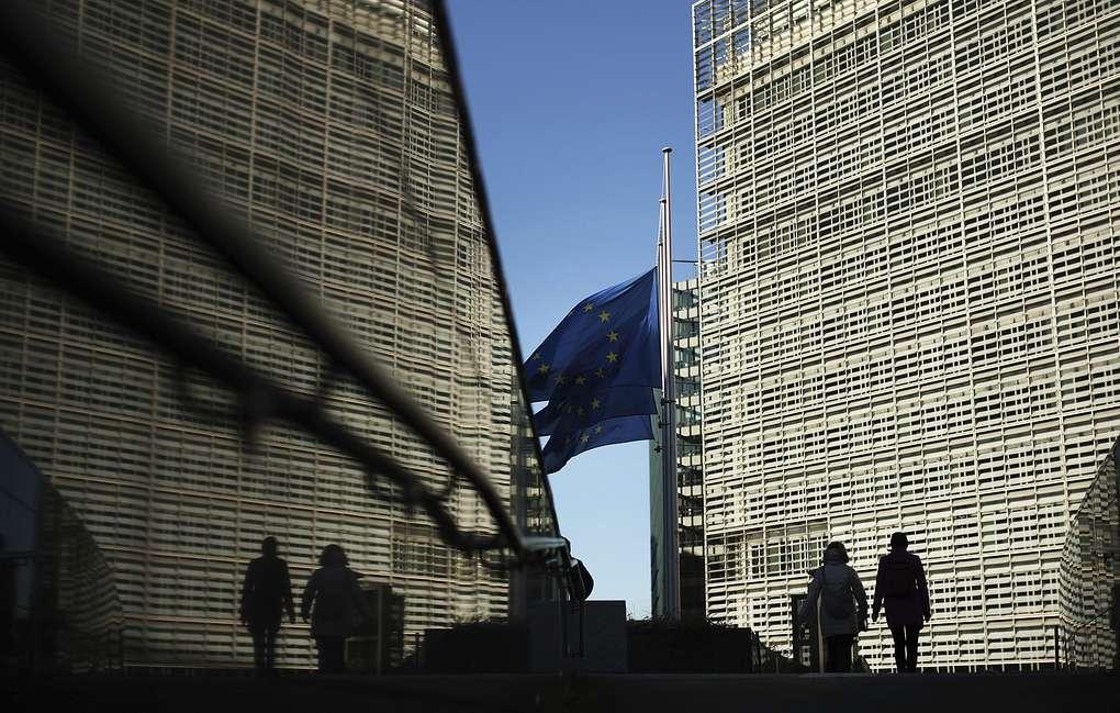 """欧洲议会不再将俄视为""""战略伙伴"""",俄专家批:你们成了美国的附属物!"""